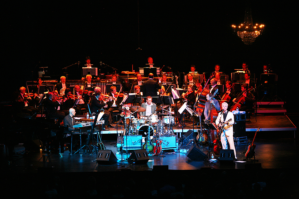 DAVID BYRNE AND THE DUISBURG PHILHARMONIC ORCHESTRA